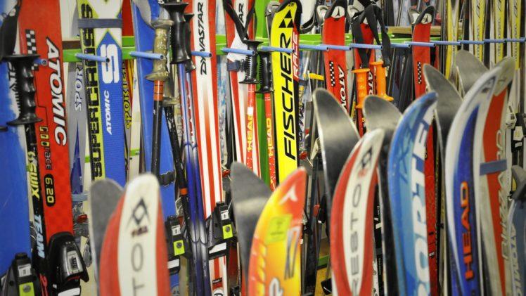 d5b4a6840 Pod stromečkem na vás čekala nová helma a lyžařské oblečení. S náčiním je  to ale o něco horší. Jestli zrovna přemýšlíte nad tím, zdali si koupit nové  lyže, ...